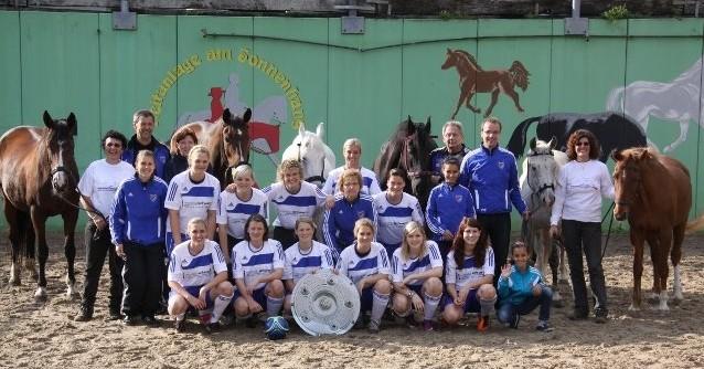 Diese Frauenmannschaft hat nach dem Tagescoaching das Spiel für die Meisterschaft gewonnen.
